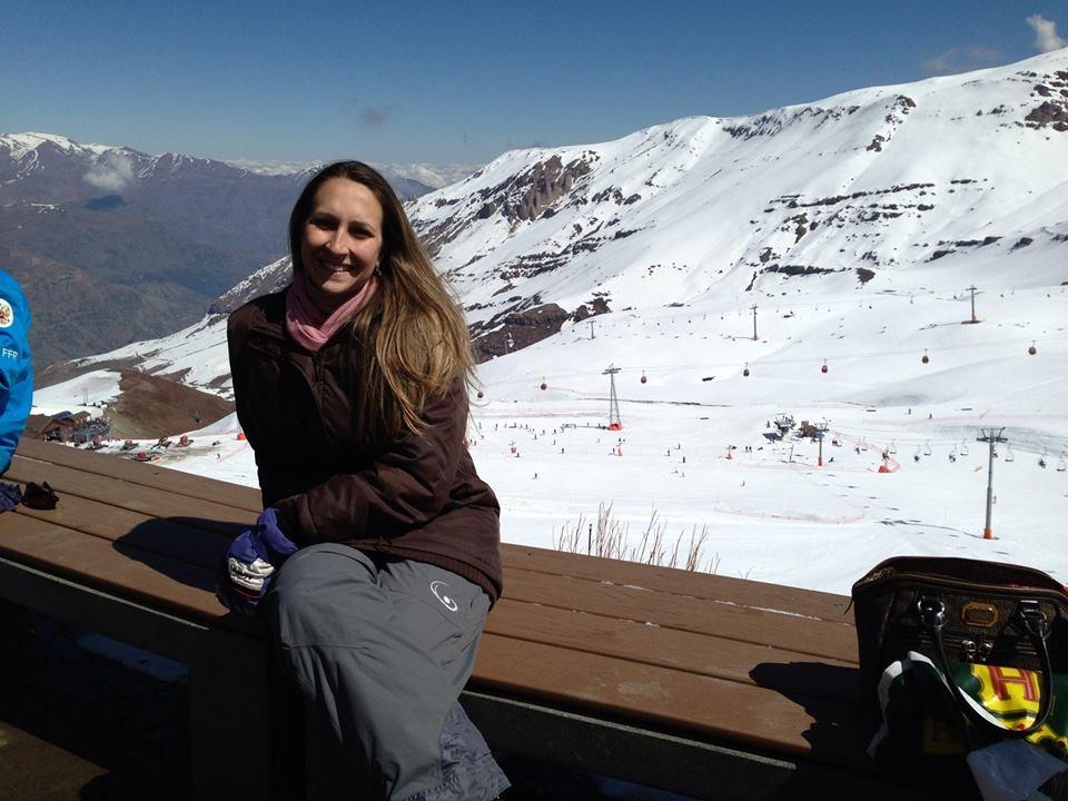 montanha coberta de neve na cordilheira dos andes