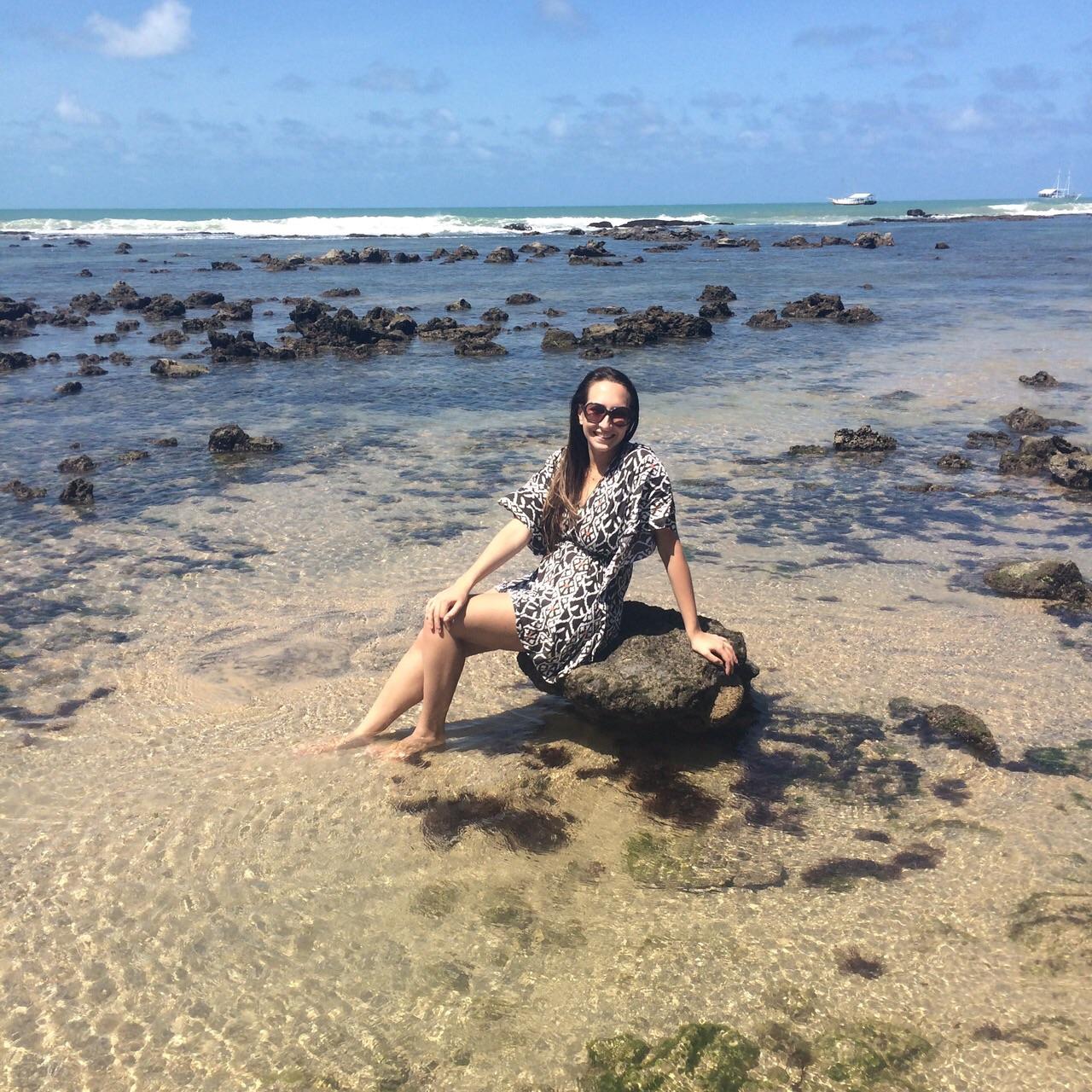 pedras no mar da praia de pipa