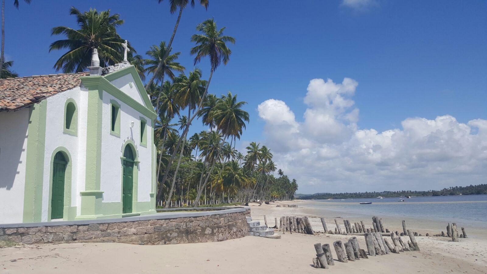 igreja na praia dos carneiros praias do brasil