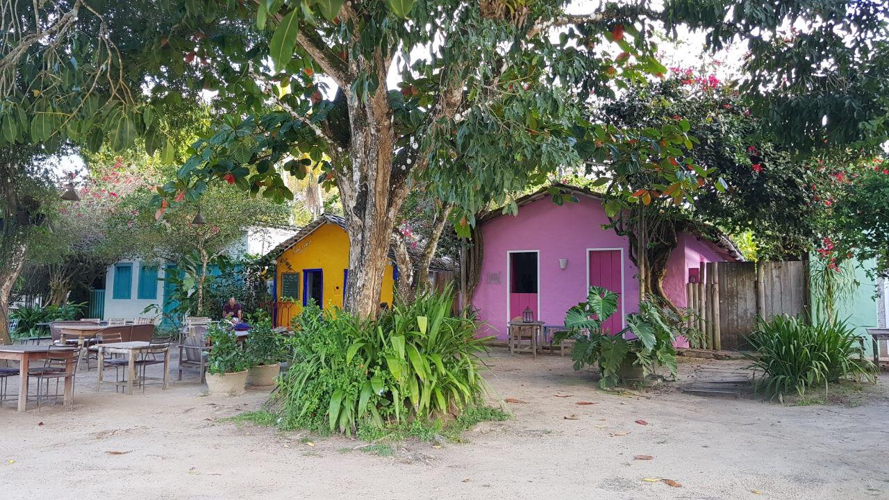 casas coloridas no quadrado de trancoso