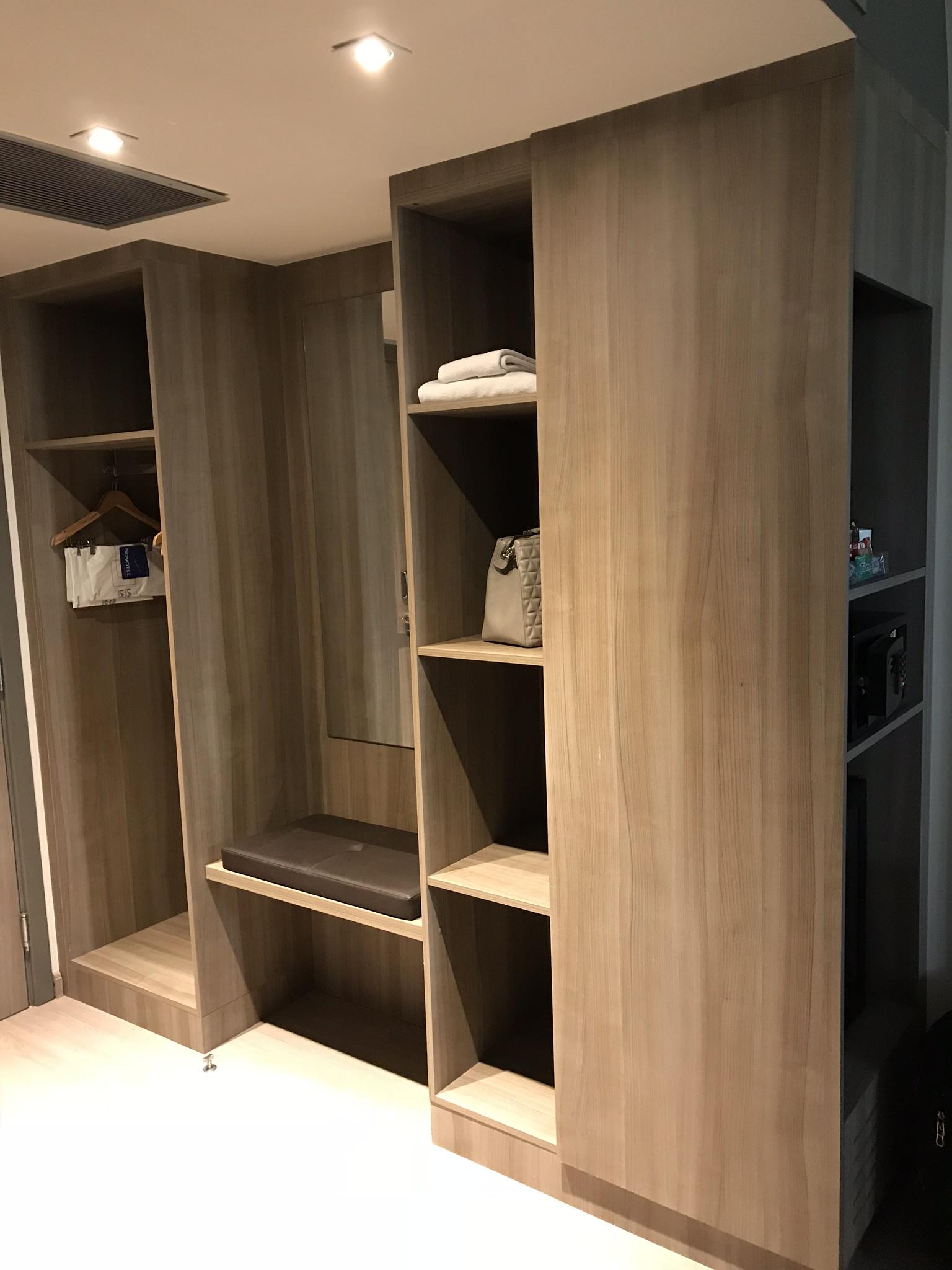 armário do quarto do novotel parque olímpico